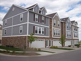 CLEAN, NICE 2 BD TOWNHOME!