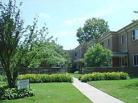 Townhome in BEST location in Highland Park