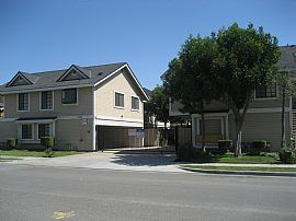 Charming 2 Bedroom Townhome Close to All!