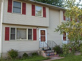 2 Bedroom Townhouse/Duplex near schools.