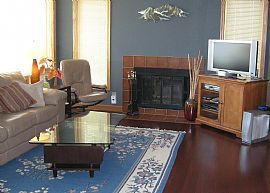 Delightful 2 Bedroom Condo with Fireplace and Balcony in Uptown!