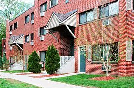 REDUCED! Gorgeous Apartment Renovated FREE Internet And Cab TV
