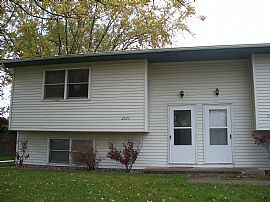 3 BR, 1 BA, Needing Someone To Take Over Lease In JanuarY, 2010.