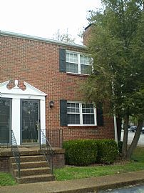 Gorgeous 2 Bedroom Townhouse with New Paint and Carpet