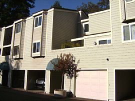 Immaculate 2 BR, 2.5 BA Townhouse an Entertainer's Delight