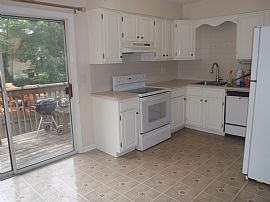 Spacious 2 Bedroom Condo on Courtland Ave.