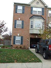 Large 3 Level, 3 Bedroom Townhouse with Custom Patio