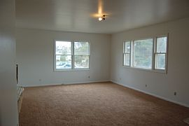 Attractive 3 Bedroom Apartment with Fireplace
