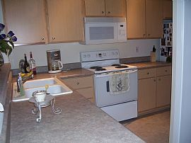 Ideal 2 Bedroom Condo in Secure Building with Garage Parking