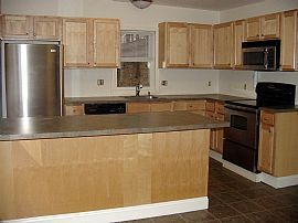 Cozy 2 Bedroom Apartment - Heat and Hot Water Included!
