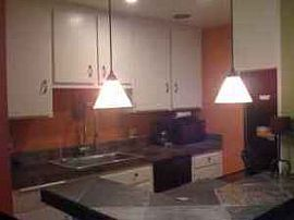 Beautiful 2 Bedroom Apartment - Close to Everything