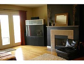 Luxurious 2 Bedroom Condo with Balcony in Austin Ranch