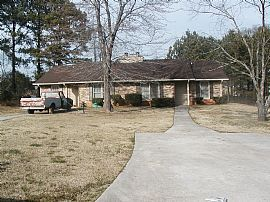 Spacious Ranch Style Duplex Home with 2 Car Parking Pad