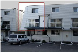 Cute 2 Bedroom Townhouse Style Condo - 1/2 Month Free