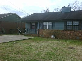 Neat, Clean 2 Bedroom Duplex Townhouse with New Carpet