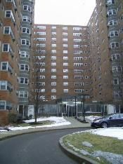 Comfy 2 Bedroom Condo with Lakefront and Parks at Your Doorstep