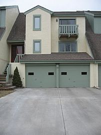 Beautiful 3 Bedroom Townhouse in South K.C.