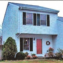 Cozy 2 Bedroom Townhouse with Lots of Storage and Great Schools