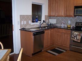 Beautiful 2 Bedroom Townhouse in Great Location