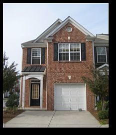 Large 2 Bedroom Townhome with Hardwood Floors