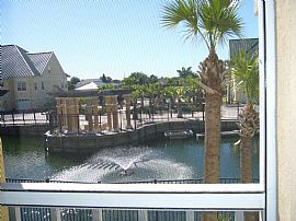 Fantastic 3 BR, 2.5 BA Townhouse in Waterfront Community