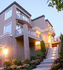 Sophisticated 3 Bedroom Luxury Townhouse with Amazing Views