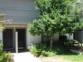 Terrific 2 Bedroom Townhouse - Close to Beach in Great Area