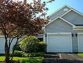 Spacious 2 Bedroom Townhouse with Garage