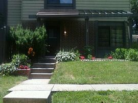 Lovely 3 Bedroom Townhouse with Club House and Storage
