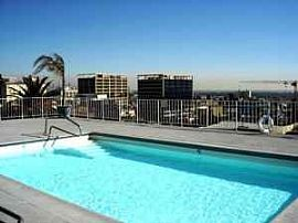 Large Studio in Hollywood, Rooftop Pool, Close to Runyon Canyon