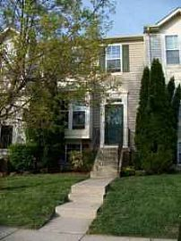 Spacious 3 Bedroom Townhouse on Quiet Street - Backs to Woods
