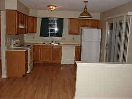 Newly Remodeled 2 Bedroom Townhouse with Hardwood Floor