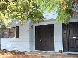 Great 2 Story, 3 Bedroom Colonial Townhouse in NW Corvallis