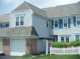 Gorgeous 3 Bedroom Townhouse in Desirable  Location!
