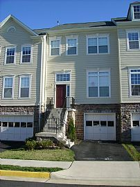 Fantastic 3 Level, 3 Bedroom Townhouse in Great Location