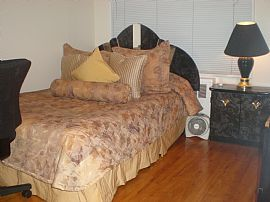 Spacious Townhouse Bedroom For Rent