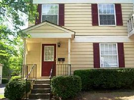 Lovely 2 Bedroom Townhouse Style Condo with Garage!