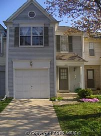 Gorgeous 3 Bedroom Townhouse with 1 Car Garage